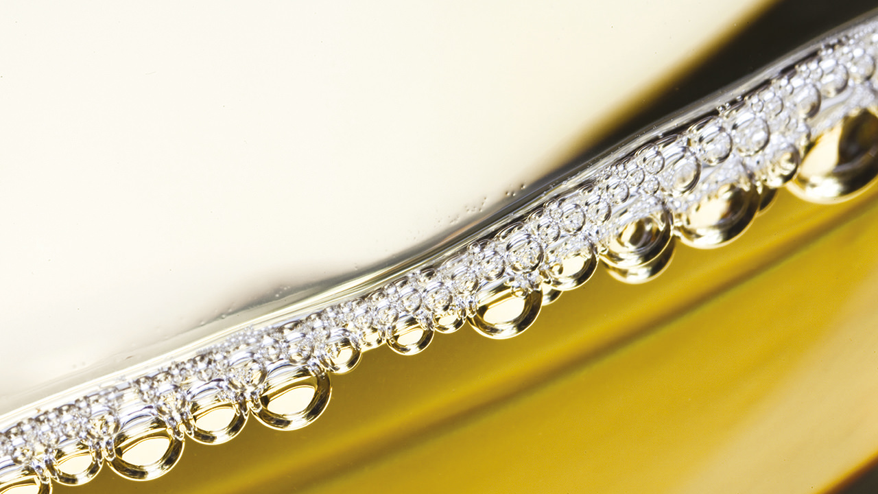 The persistent perlage thin crown of our Prosecco.